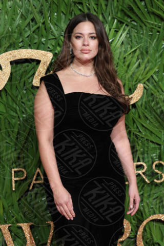 Ashley Graham - Londra - 04-12-2017 - Selena Gomez & Co.: ai Fashion Awards trionfano bellezza e stile