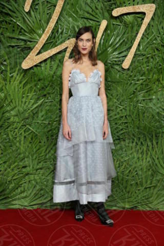 Alexa Chung - Londra - 04-12-2017 - Selena Gomez & Co.: ai Fashion Awards trionfano bellezza e stile