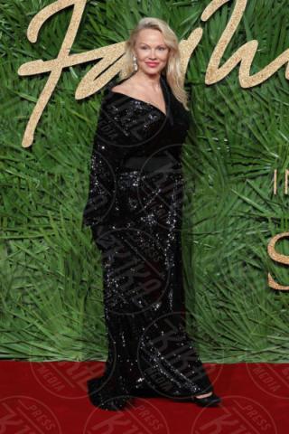 Pamela Anderson - Londra - 04-12-2017 - Pamela Anderson a Verissimo, tra nozze, Metoo e Julian Assange