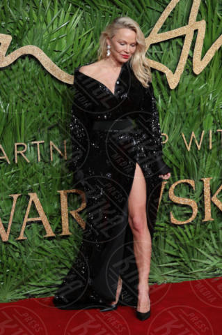 Pamela Anderson - Londra - 04-12-2017 - Selena Gomez & Co.: ai Fashion Awards trionfano bellezza e stile