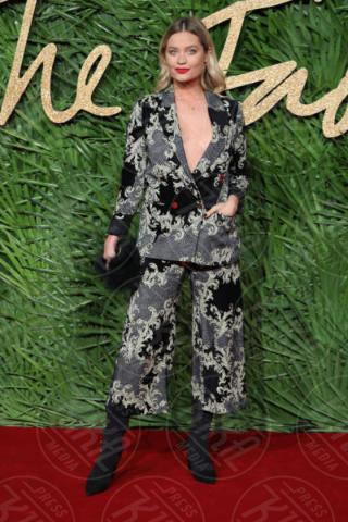Laura Whitmore - Londra - 04-12-2017 - Selena Gomez & Co.: ai Fashion Awards trionfano bellezza e stile