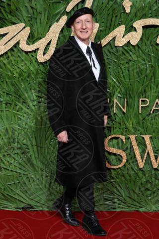 Stephen Jones - Londra - 04-12-2017 - Selena Gomez & Co.: ai Fashion Awards trionfano bellezza e stile