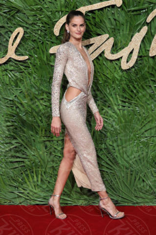 Izabel Goulart - Londra - 04-12-2017 - Selena Gomez & Co.: ai Fashion Awards trionfano bellezza e stile