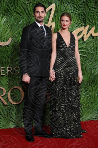 Hugo Taylor, Millie Mackintosh - Londra - 04-12-2017 - Selena Gomez & Co.: ai Fashion Awards trionfano bellezza e stile