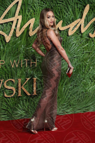 Rita Ora - Londra - 04-12-2017 - Selena Gomez & Co.: ai Fashion Awards trionfano bellezza e stile