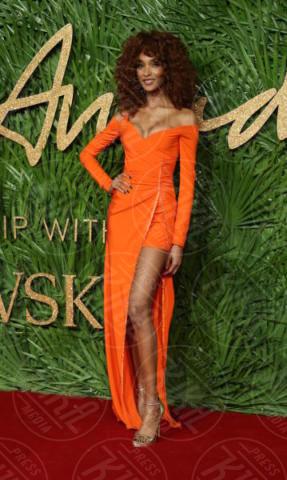 Jourdan Dunn - Londra - 04-12-2017 - Selena Gomez & Co.: ai Fashion Awards trionfano bellezza e stile