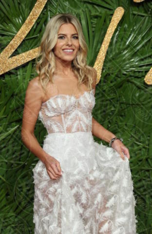 Mollie King - Londra - 04-12-2017 - Selena Gomez & Co.: ai Fashion Awards trionfano bellezza e stile