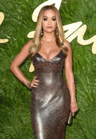 Rita Ora - Londra - 04-12-2017 - Selena Gomez & Co.: ai Fashion Awards trionfano bellezza e stile
