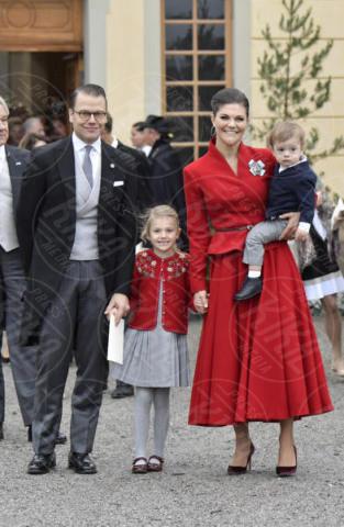 Principessa Estelle di Svezia, Principe Oscar di Svezia, Principessa Victoria di Svezia, Daniel Westling - Stoccolma - 01-12-2017 - Victoria ed Estelle di Svezia: l'outfit è sempre coordinato!