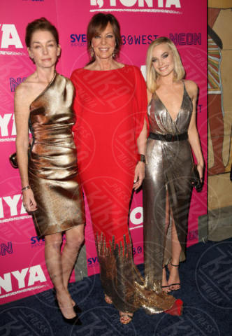 Margot Robbie, Julianne Nicholson, Allison Janney - Los Angeles - 06-12-2017 - I, Tonya: Margot Robbie in Versace al fianco di Tonya Harding