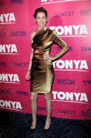 Julianne Nicholson - Hollywood - 05-12-2017 - I, Tonya: Margot Robbie in Versace al fianco di Tonya Harding