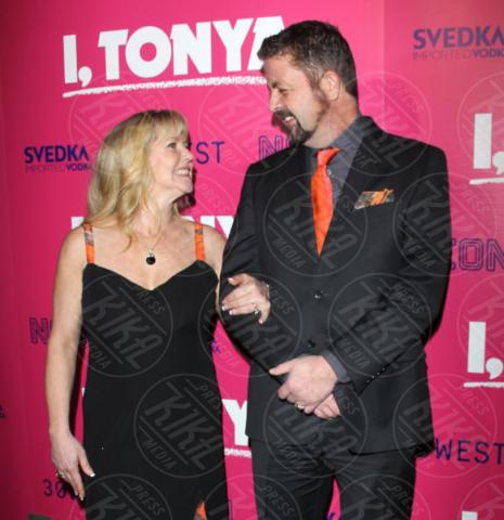 Joseph Jens Price, Tonya Harding - Hollywood - 05-12-2017 - I, Tonya: Margot Robbie in Versace al fianco di Tonya Harding