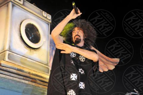 Caparezza - Milano - 06-12-2017 - Caparezza lava le coscienze... con la lavatrice!