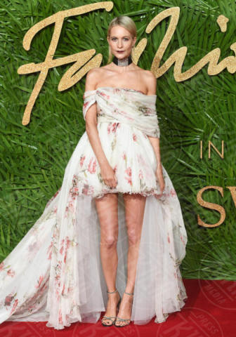 Poppy Delevingne - Londra - 04-12-2017 - Chi lo indossa meglio? Kendall Jenner e Poppy Delevingne