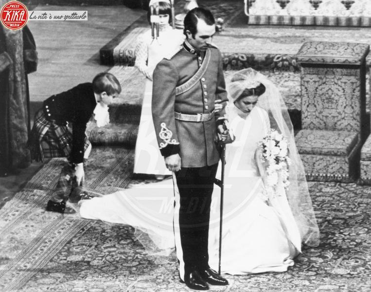 Mark Phillips, Principessa Anna d'Inghilterra - 14-11-1973 - Da Kate a Lady D, gli abiti da sposa Windsor più belli