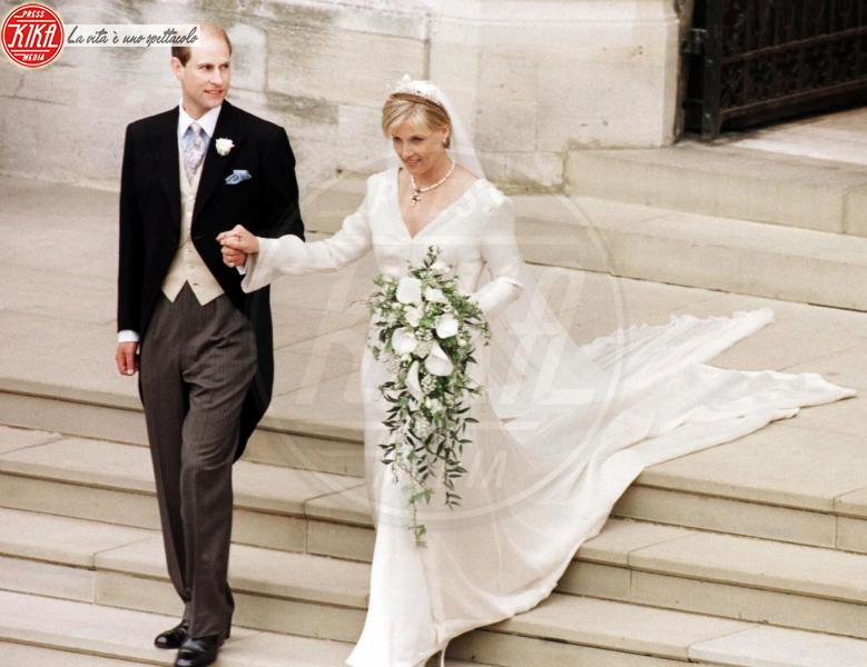 Sophie Rhys-Jones, Principe Edoardo - 19-06-1999 - Da Kate a Lady D, gli abiti da sposa Windsor più belli
