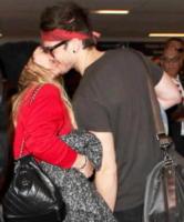 Matthew Koma, Hilary Duff - LAX - 22-12-2017 - Fiocco rosa per Hilary Duff: l'attrice aspetta una bimba