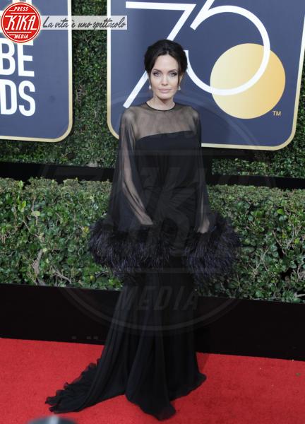 Angelina Jolie - Hollywood - 07-01-2018 - Angelina Jolie e le (rarissime) volte che ha scelto il colore