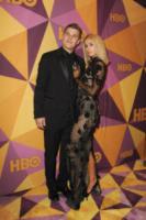 Chris Zylka, Paris Hilton - Beverly Hills - 07-01-2018 - Paris Hilton sfoggia l'anello di fidanzamento al party HBO