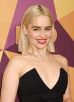 Emilia Clarke - Beverly Hills - 07-01-2018 - Paris Hilton sfoggia l'anello di fidanzamento al party HBO