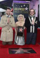 Bryan Fuller, Joel McHale, Gillian Anderson - Hollywood - 08-01-2018 - Gillian Anderson, la stella di X-Files sulla Walk of Fame
