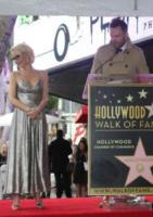 Joel McHale, Gillian Anderson - Hollywood - 08-01-2018 - Gillian Anderson, la stella di X-Files sulla Walk of Fame