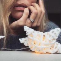 Filippa Lagerback - 09-01-2018 - Emily Ratajkowski mostra l'enorme anello di fidanzamento