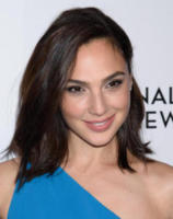Gal Godot - New York - 10-01-2018 - Shiloh, braccio al collo sul red carpet con mamma Angelina