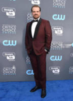 David Harbour - Santa Monica - 11-01-2018 - Critics' Choice Awards: sul red carpet si rivedono... i colori!