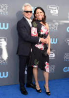 Amy Landecker, Bradley Whitford - Santa Monica - 11-01-2018 - Critics' Choice Awards: sul red carpet si rivedono... i colori!