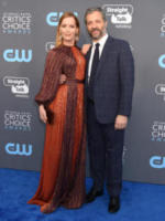 Judd Apatow, Leslie Mann - Santa Monica - 11-01-2018 - Critics' Choice Awards: sul red carpet si rivedono... i colori!