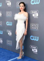 Angelina Jolie - Santa Monica - 11-01-2018 - Critics' Choice Awards: sul red carpet si rivedono... i colori!