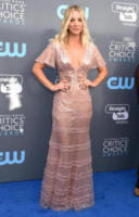 Kaley Cuoco - Santa Monica - 11-01-2018 - Critics' Choice Awards: sul red carpet si rivedono... i colori!