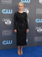 Emilia Clarke - Santa Monica - 11-01-2018 - Critics' Choice Awards: sul red carpet si rivedono... i colori!