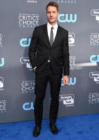 Justin Hartley - Santa Monica - 11-01-2018 - Critics' Choice Awards: sul red carpet si rivedono... i colori!