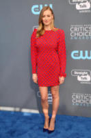 Yvonne Strahovski - Los Angeles - 11-01-2018 - Critics' Choice Awards: sul red carpet si rivedono... i colori!