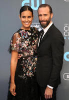 Maria Dolores Dieguez, Joseph Fiennes - Los Angeles - 11-01-2018 - Critics' Choice Awards: sul red carpet si rivedono... i colori!