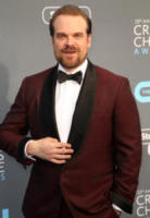 David Harbour - Los Angeles - 11-01-2018 - Critics' Choice Awards: sul red carpet si rivedono... i colori!