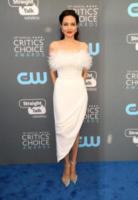 Angelina Jolie - Los Angeles - 11-01-2018 - Critics' Choice Awards: sul red carpet si rivedono... i colori!