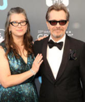 Gisele Schmidt, Gary Oldman - Los Angeles - 11-01-2018 - Critics' Choice Awards: sul red carpet si rivedono... i colori!