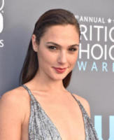 Gal Gadot - Santa Monica - 11-01-2018 - Critics' Choice Awards: sul red carpet si rivedono... i colori!