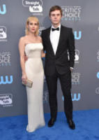 Evan Peters, Emma Roberts - Santa Monica - 11-01-2018 - Critics' Choice Awards: sul red carpet si rivedono... i colori!