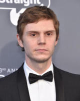 Evan Peters - Santa Monica - 11-01-2018 - Critics' Choice Awards: sul red carpet si rivedono... i colori!