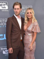 Karl Cook, Kaley Cuoco - Santa Monica - 11-01-2018 - Critics' Choice Awards: sul red carpet si rivedono... i colori!