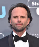 Walton Goggins - Santa Monica - 11-01-2018 - Critics' Choice Awards: sul red carpet si rivedono... i colori!