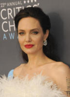 Angelina Jolie - Los Angeles - 12-01-2018 - Critics' Choice Awards: sul red carpet si rivedono... i colori!