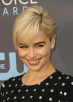 Emilia Clarke - Los Angeles - 12-01-2018 - Critics' Choice Awards: sul red carpet si rivedono... i colori!