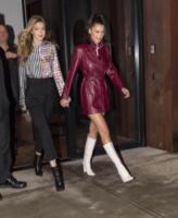 Bella Hadid, Gigi Hadid - New York - 11-01-2018 - Gigi e Bella Hadid, nude in copertina mandano il web in tilt