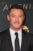 Luke Evans - Los Angeles - 11-01-2018 - The Alienist, la svolta no bra di Dakota Fanning alla première