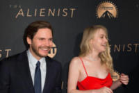 Daniel Bruhl, Dakota Fanning - Los Angeles - 11-01-2018 - The Alienist, la svolta no bra di Dakota Fanning alla première